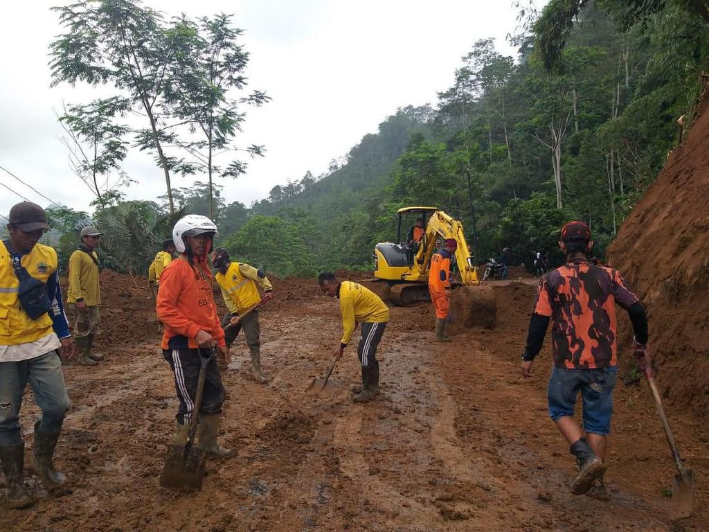 Evakuasi Longsor Rampung, Jalur Wisata Dieng Bisa Dilalui Lagi