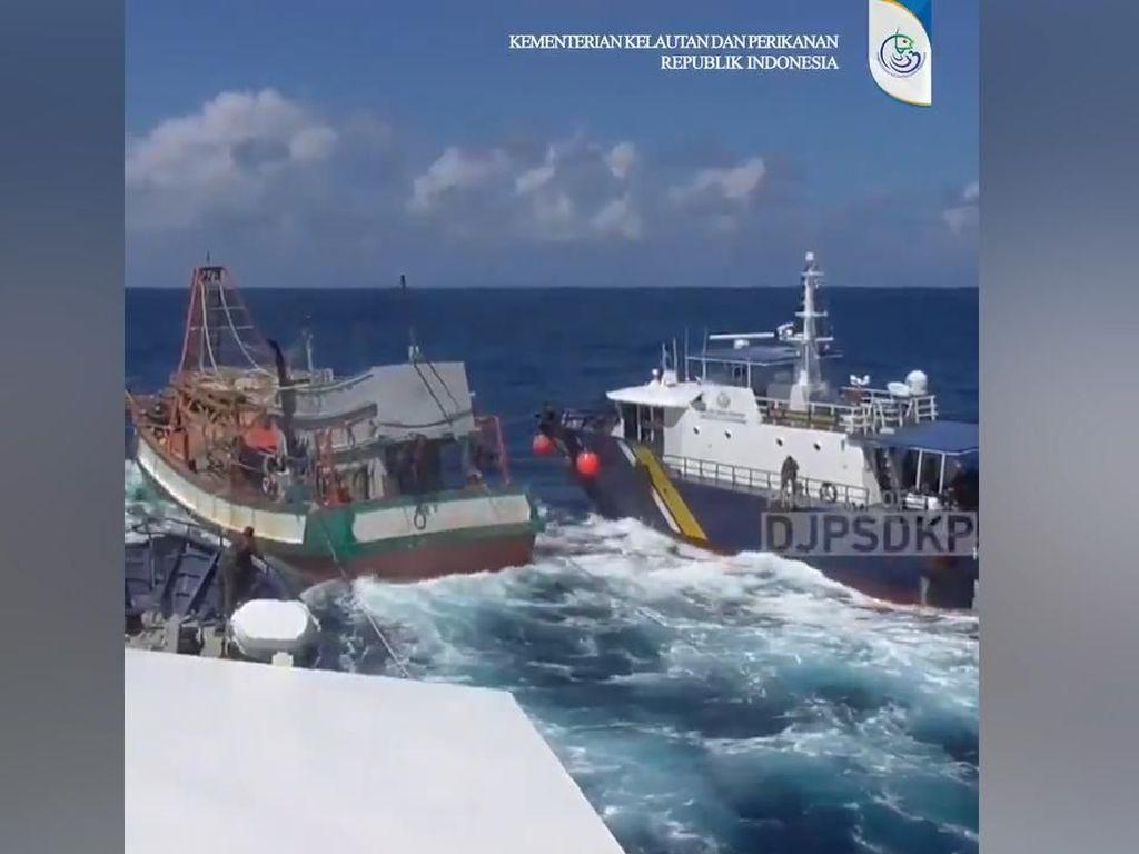 Video: Tegang! Begini Proses KKP Tangkap Kapal Asing di Natuna