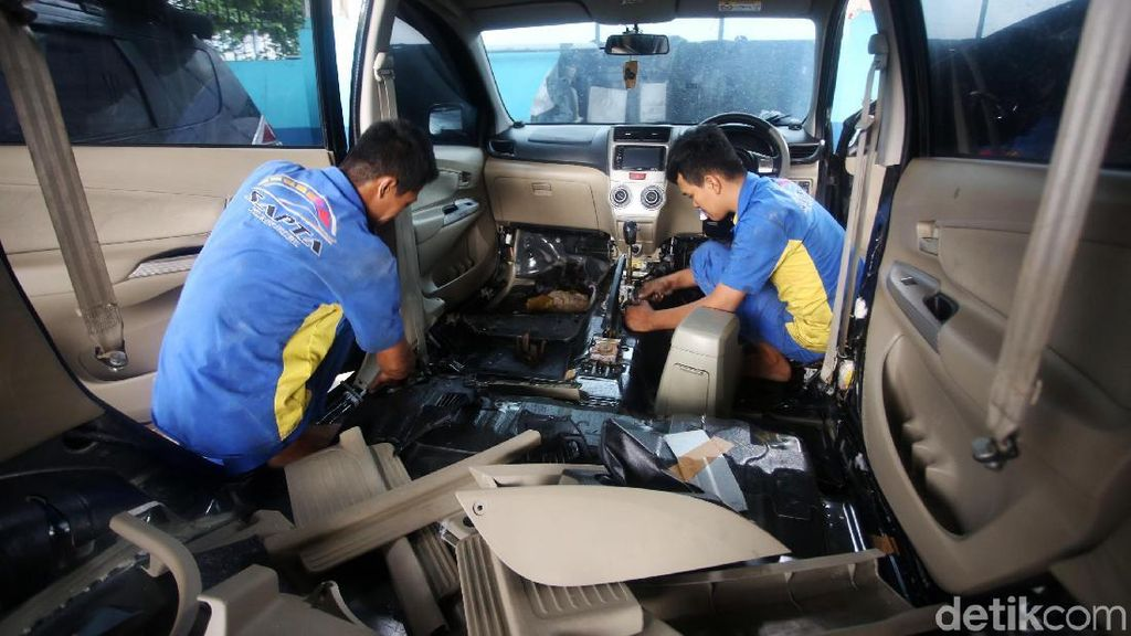 Mobil-mobil Korban Banjir Diperbaiki