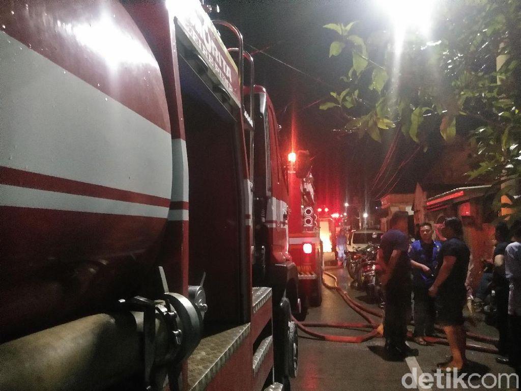 Rumah Ketua RW dan RT di Makassar Terbakar, Polisi Bersenjata Jaga Lokasi