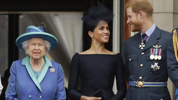 Pengeran Harry dan Meghan Markle bersama Ratu Elizabeth II