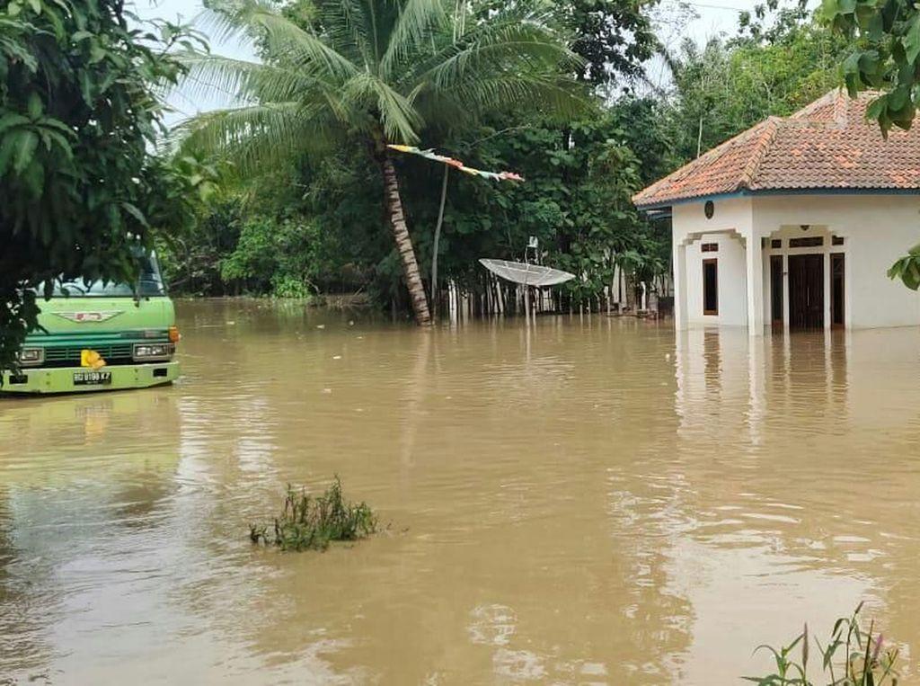 10 Rumah Hanyut Diterjang Banjir di Lahat Sumsel