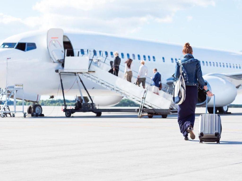 Fakta Nih: Celana Jeans & Sepatu Bisa Menyelamatkanmu di Pesawat