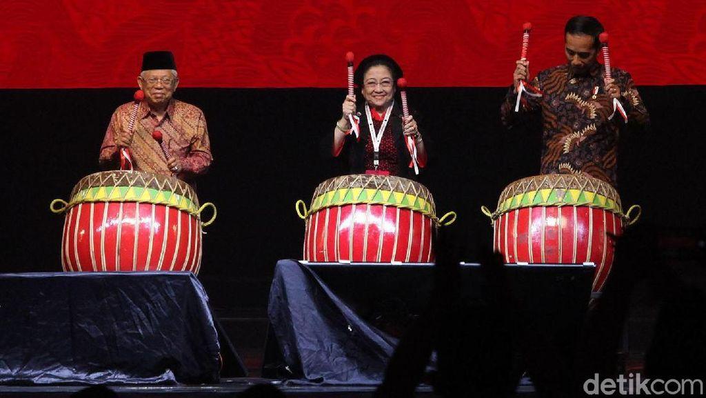 Momen Megawati Diapit Jokowi dan Maruf Buka Rakernas PDIP