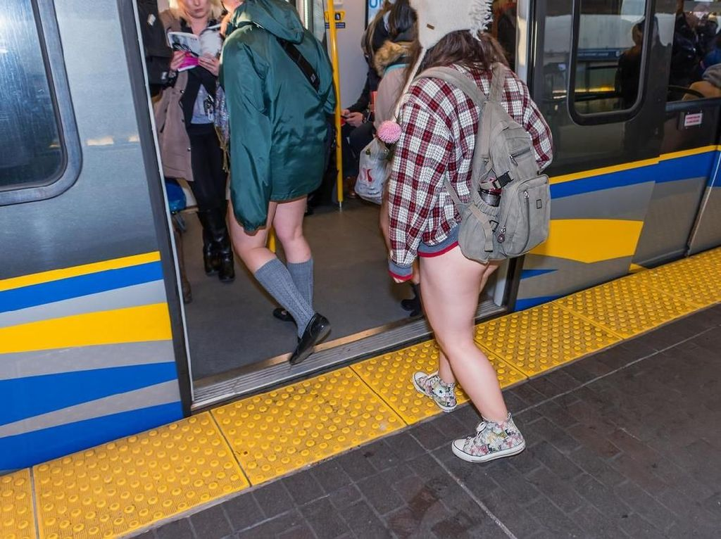 Pekan Ini Ada Acara Naik Kereta Tak Pakai Celana