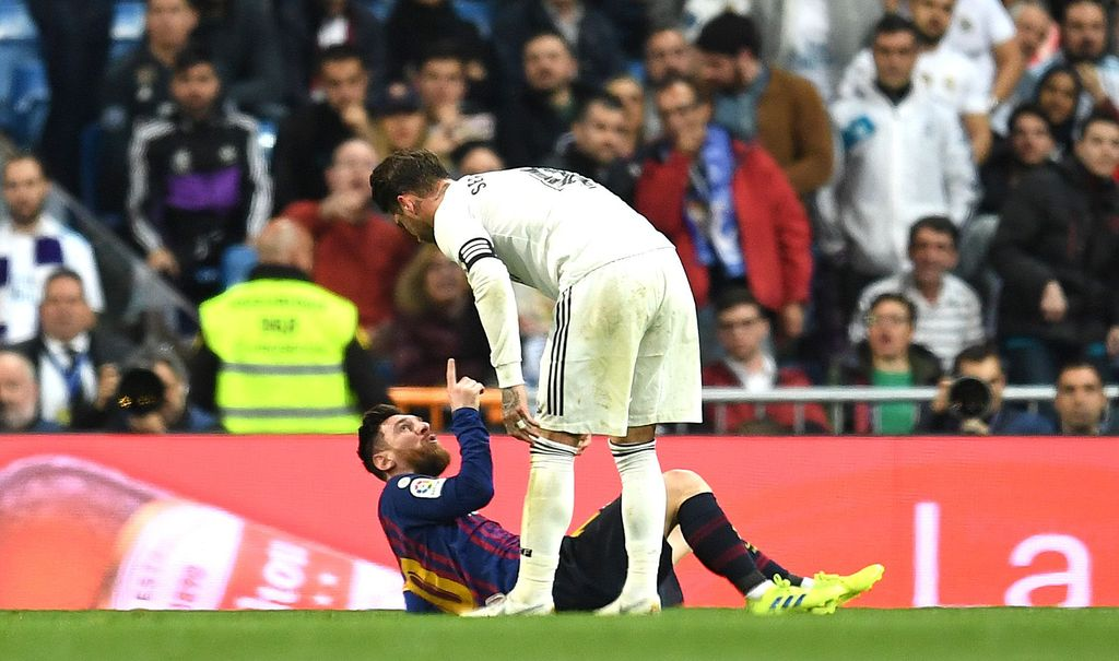 MADRID, SPAIN - MARCH 02:  Lionel Messi of Barcelona and Sergio Ramos of Real Madrid argue during the La Liga match between Real Madrid CF and FC Barcelona at Estadio Santiago Bernabeu on March 02, 2019 in Madrid, Spain. (Photo by David Ramos/Getty Images)