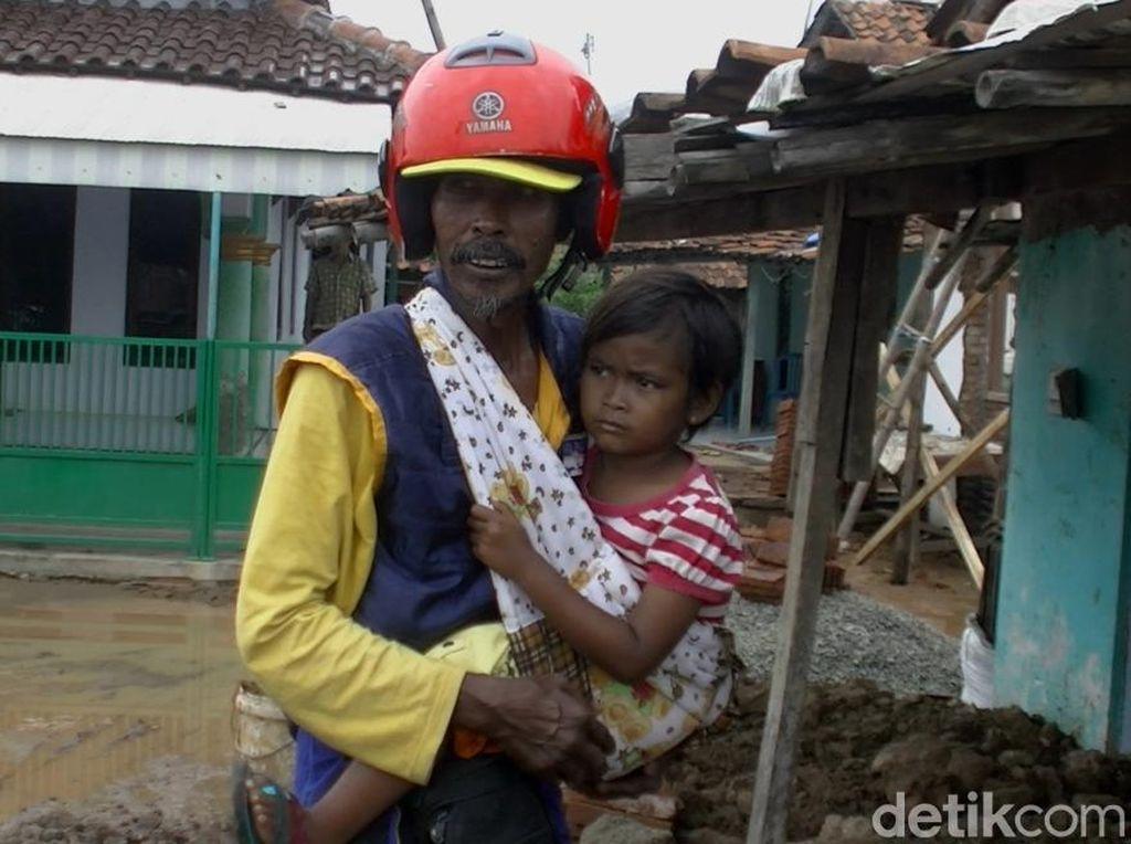 Bertemu Tarmuji, Penjual Roti Viral karena Selalu Gendong Putrinya