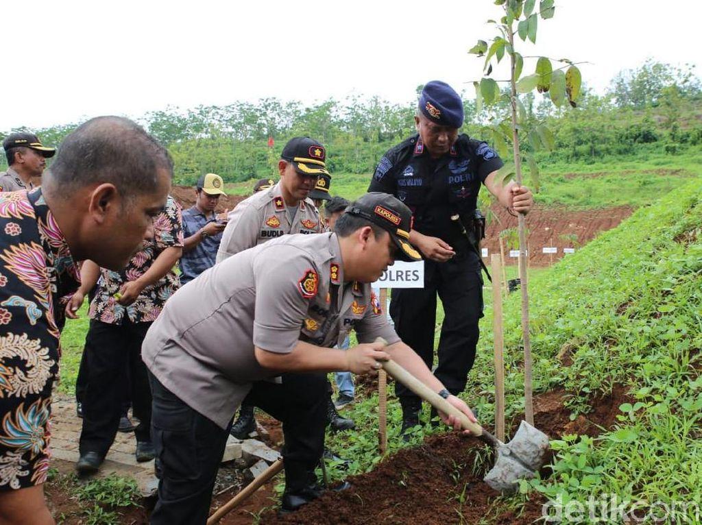 Cegah Tragedi Longsor Terulang, Penghijauan Gencar Dilakukan di Jombang