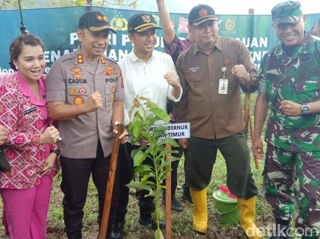 5.000 Bibit Pohon Ditanam di Lahan Kritis Bukit Tunggangan Trenggalek