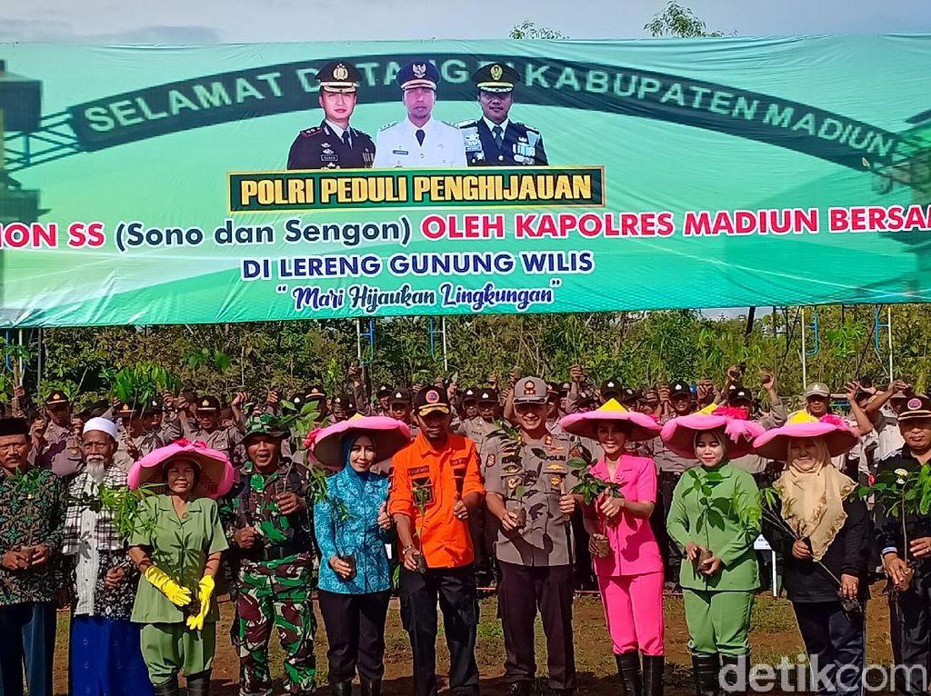 Penghijauan Dilakukan di Lereng Gunung Wilis Madiun yang Rawan Longsor