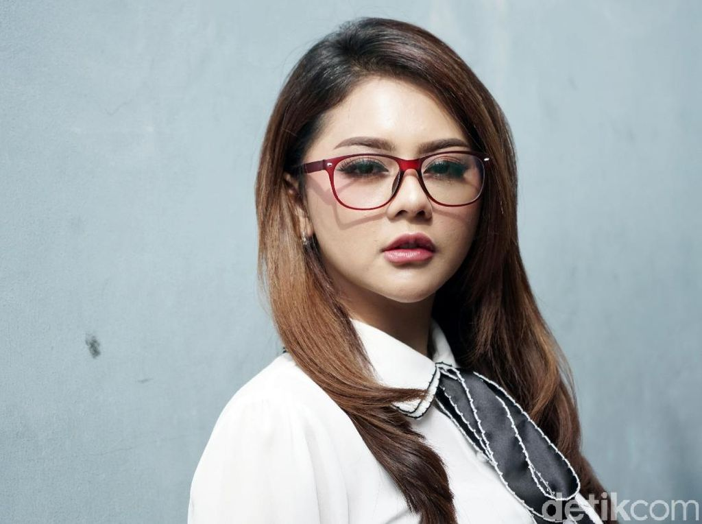 Dear Jenita Janet, Alief Beli Moge Juga untuk Promosikan Kamu Lo!