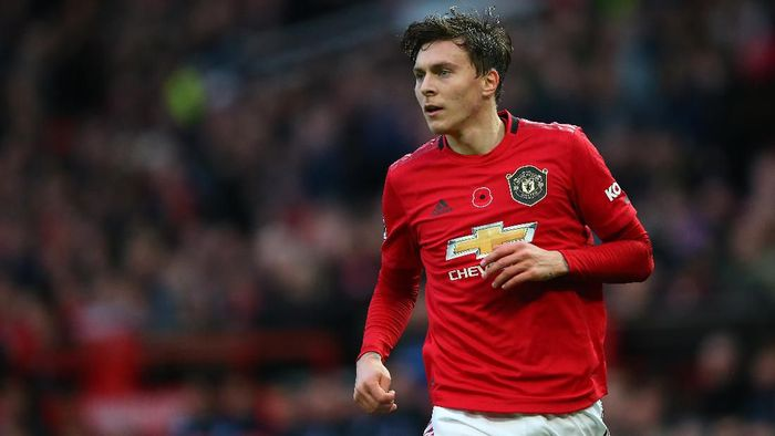 MANCHESTER, ENGLAND - NOVEMBER 10:  Victor Lindelof of Manchester United looks on during the Premier League match between Manchester United and Brighton & Hove Albion at Old Trafford on November 10, 2019 in Manchester, United Kingdom. (Photo by Alex Livesey/Getty Images)