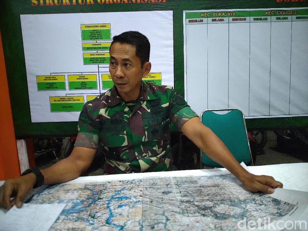 TNI Masih Berupaya Buka Akses Jalan Desa Terisolir Imbas Longsor Sukajaya