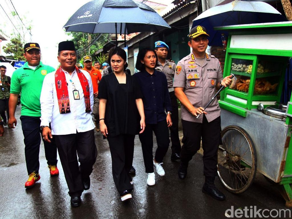 Dua Anggota DPR Termuda Tinjau Lokasi Terdampak Banjir