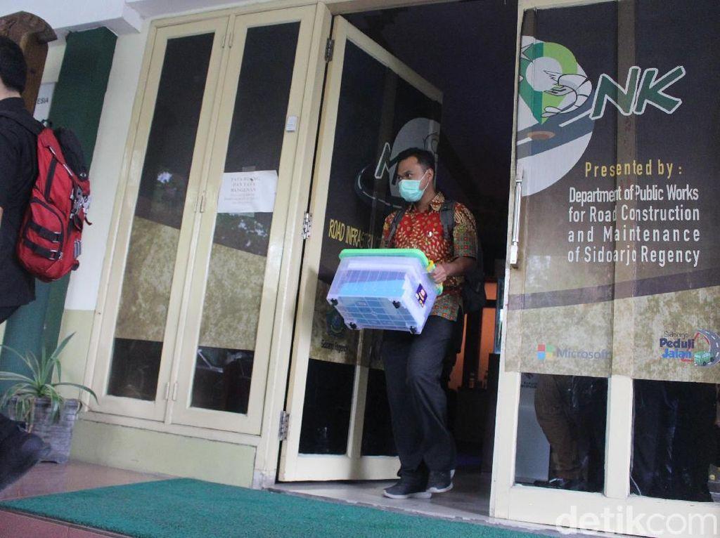 KPK Geledah Kantor Dinas PU Sidoarjo Terkait OTT Bupati Sidoarjo