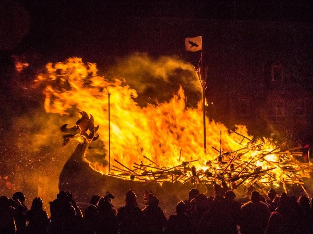 Bulan Januari, Viking Bakar-bakaran