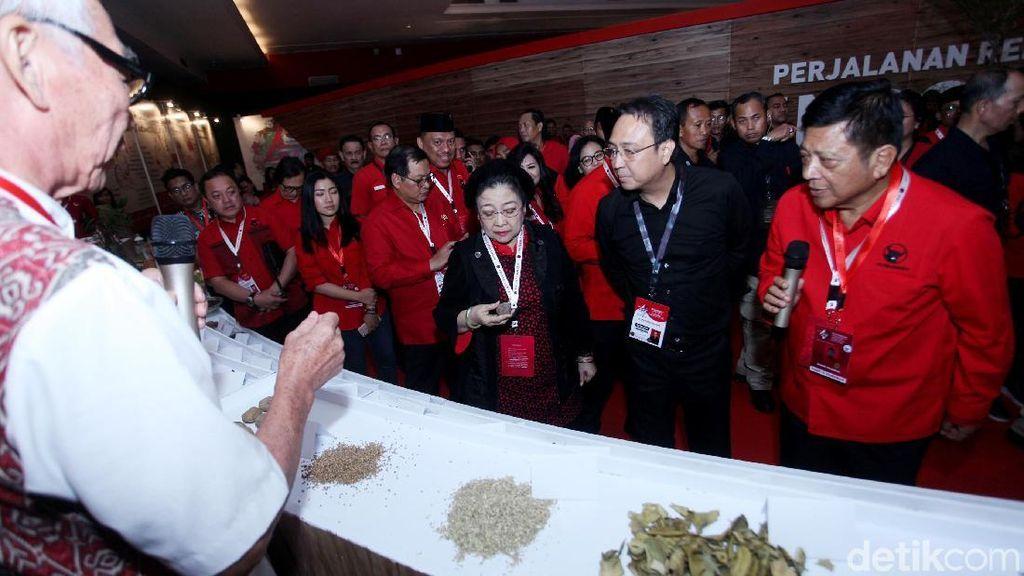 Megawati Hingga Hasto Tinjau Pameran Rempah di Rakernas PDIP