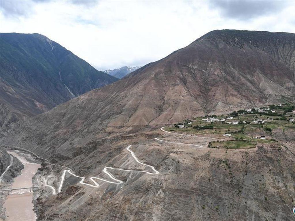China Bangun 43.000 Km Jalan Desa dalam 5 Tahun