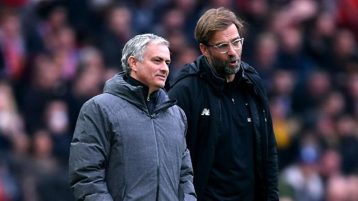 MANCHESTER, ENGLAND - MARCH 10:  Jose Mourinho, Manager of Manchester United and Jurgen Klopp, Manager of Liverpool speak during the Premier League match between Manchester United and Liverpool at Old Trafford on March 10, 2018 in Manchester, England.  (Photo by Laurence Griffiths/Getty Images)