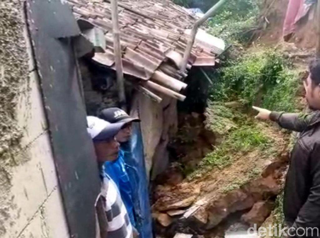 Diperingatkan Tetangga, Sekeluarga di Sukabumi Lolos dari Timbunan Longsor