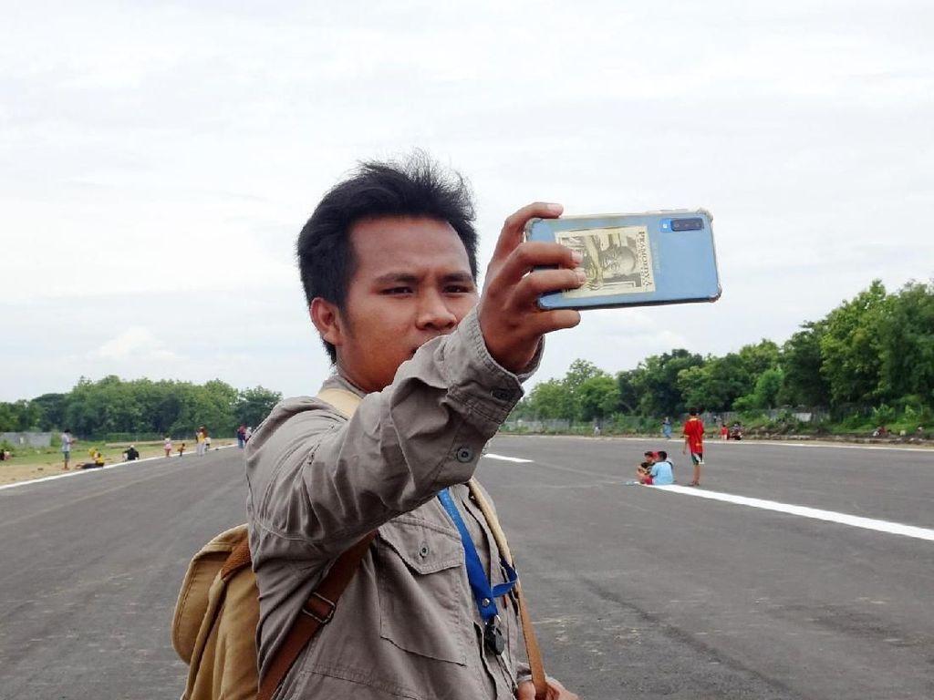 Jelang Pendaratan Perdana, Landasan Bandara Ngloram Jadi Lokasi Selfie