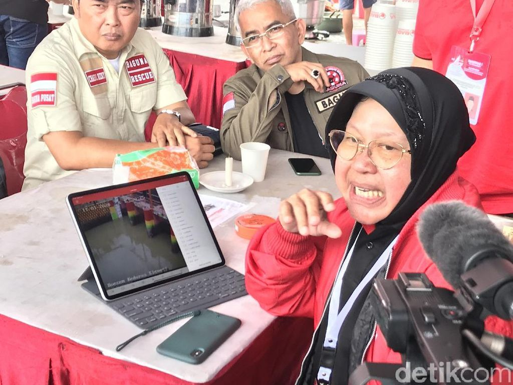 Di Sela Rakernas PDIP, Risma Pantau Pompa Pintu Air Surabaya Via CCTV