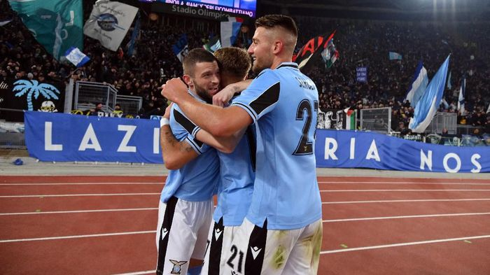 ROME, ITALY - JANUARY 11:  Ciro Immobile of SS Lazio celebrate a opening goal with his team mates during the Serie A match between SS Lazio and SSC Napoli at Stadio Olimpico on January 11, 2020 in Rome, Italy.  (Photo by Marco Rosi/Getty Images)