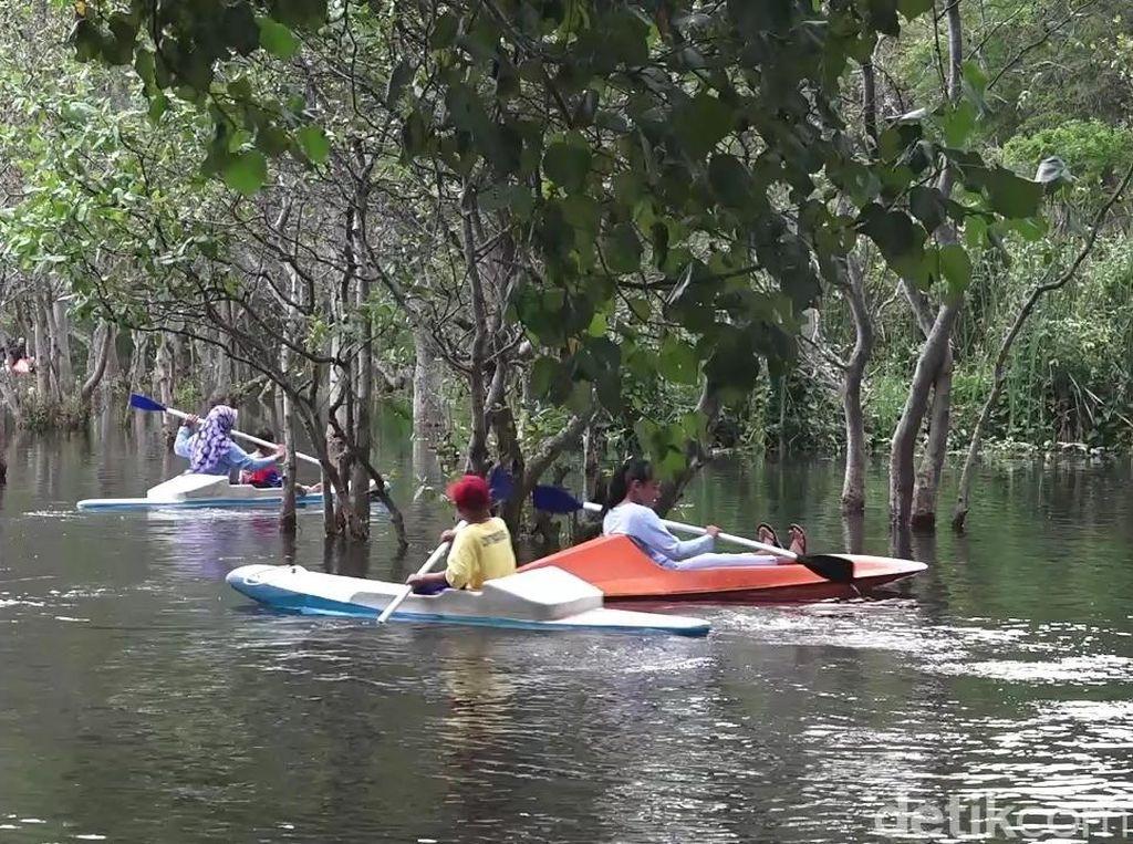 Celebrity on Vacation: Main Kano di Pantai Cacalan Banyuwangi