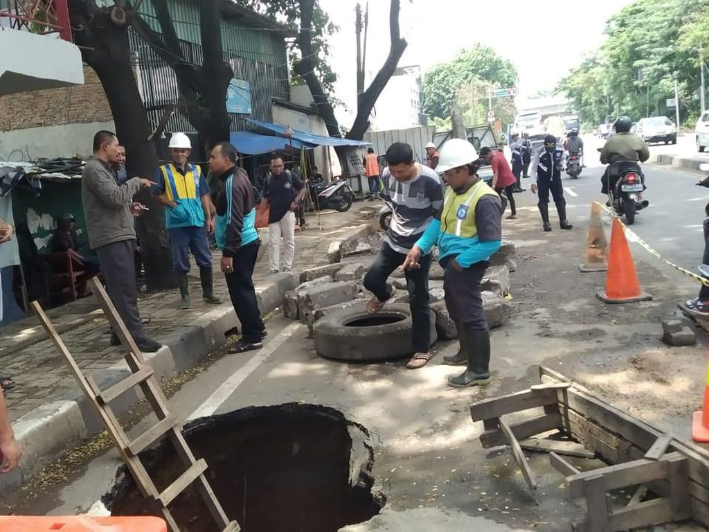 Kata Dinas PUPR Soal Penyebab Jalan Daan Mogot Tangerang Amblas 2 Meter
