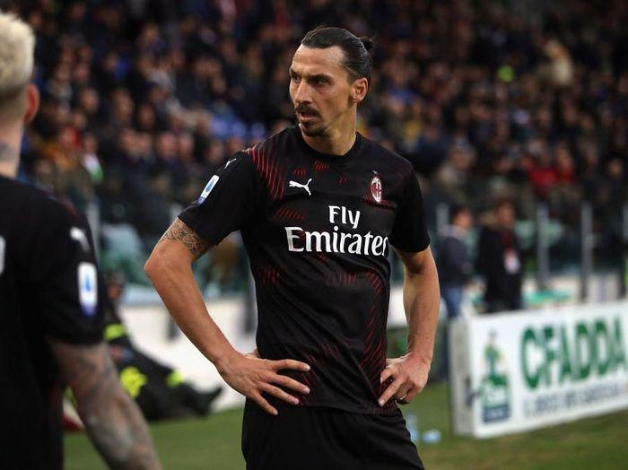 Zlatan Ibrahimovic tampil apik untuk mengantarkan AC Milan menang atas Cagliari (Foto: Enrico Locci/Getty Images)