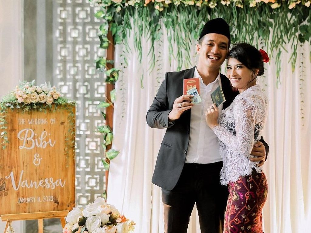 Bibi Pusing Bikin Resepsi Nikah, Vanessa Angel: Sabar Ya Mas