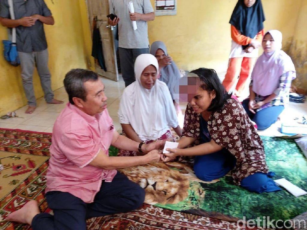 Gubernur Riau Syamsuar Jenguk Sri Rahayu Pengidap Kanker Ganas di Kepala