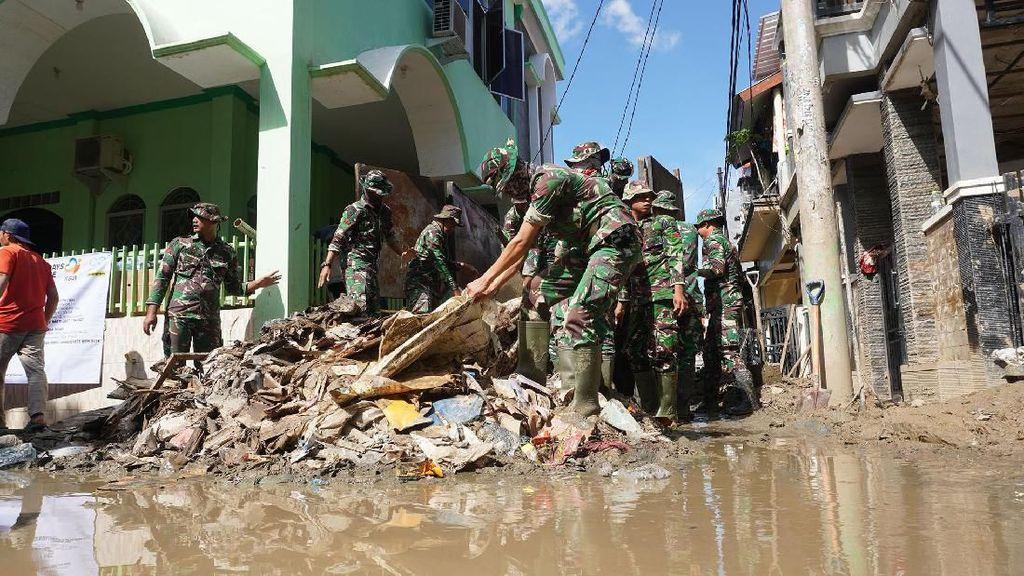 Alumni Universitas Indonesia Bergerak Bantu Korban Banjir