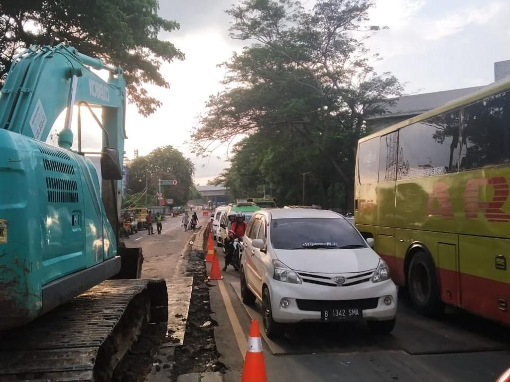Ada Perbaikan Jalan Ambles, Daan Mogot ke Tangerang Diberlakukan 1 Arah