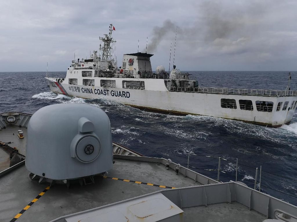 Ketika Kapal Coast Guard China Potong Haluan KRI Usman Harun
