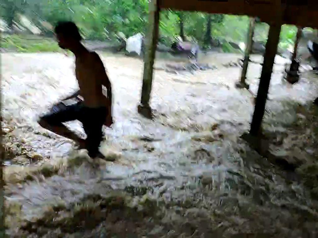 Banjir Kepung Barru Sulsel, Ratusan Warga Terisolasi