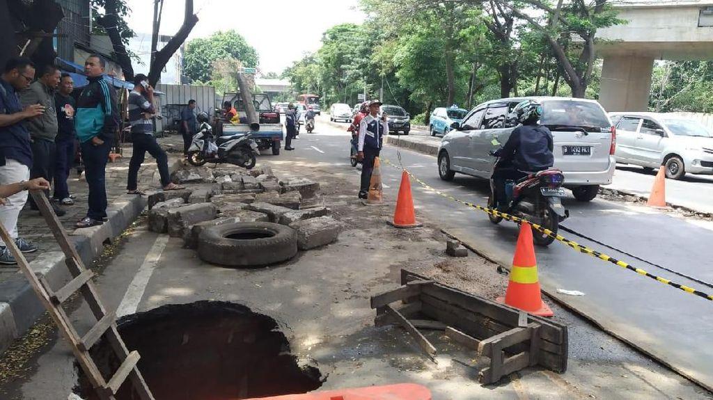 Potret Jalan Amblas 2 Meter di Daan Mogot Tangerang
