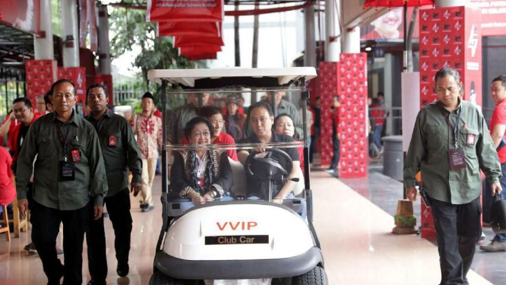 Prananda Prabowo Dampingi Mega Pantau Rakernas PDIP
