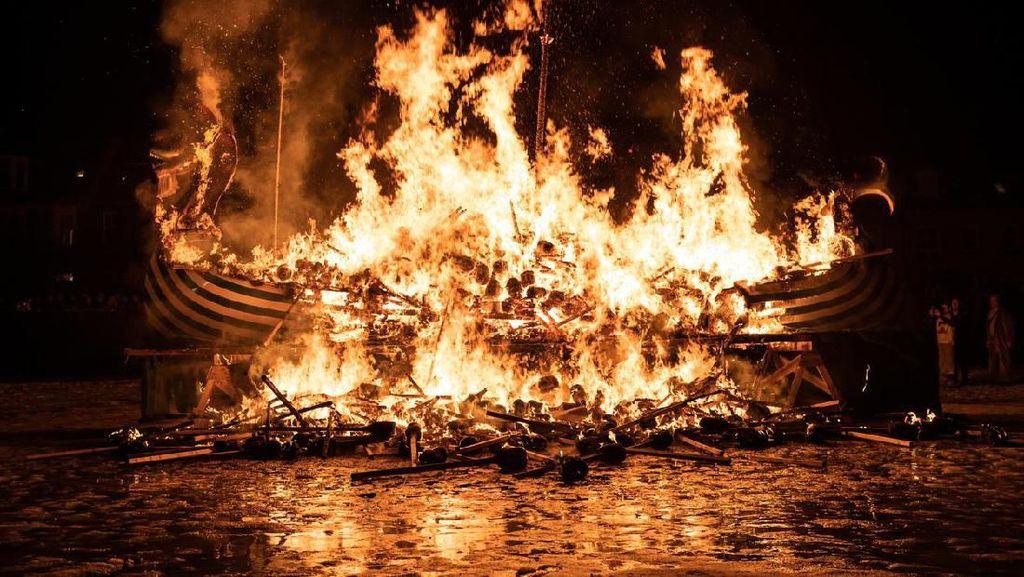 Potret Festival Bakar-bakaran Kapal ala Viking