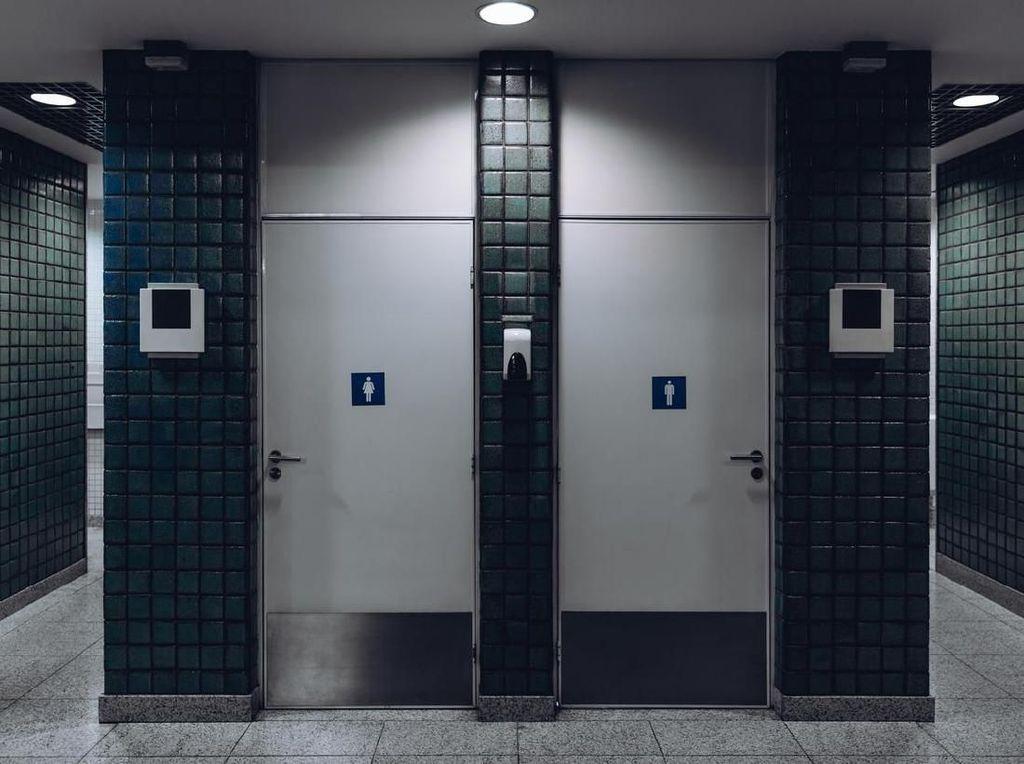 Penumpang Mabuk ke Toilet Bandara lalu... Lanjut Mabuk & Merokok!