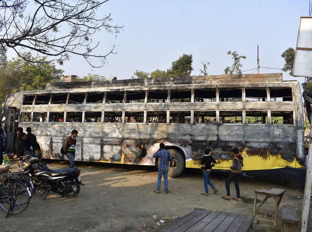 Bus di India Terbakar Usai Ditabrak Truk: 20 Orang Tewas-21 Dibawa ke RS