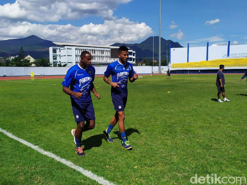 Persib Bandung Masih Beri Kesempatan Duo Brasil