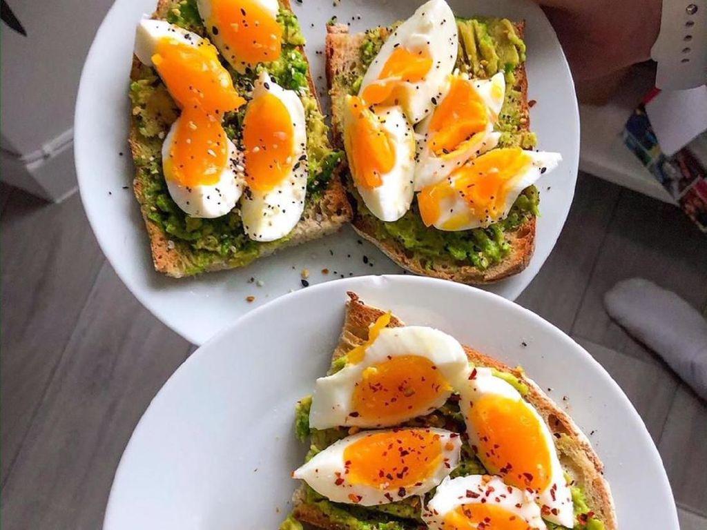 10 Kreasi Avocado Toast Buat Sarapan Kekinian yang Sehat