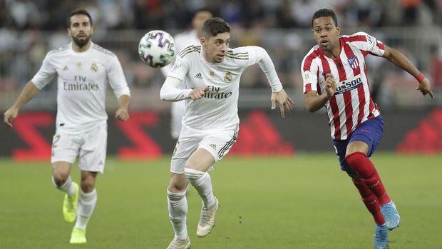 Federico Valverde (kiri) andalan Madrid di lini tengah.