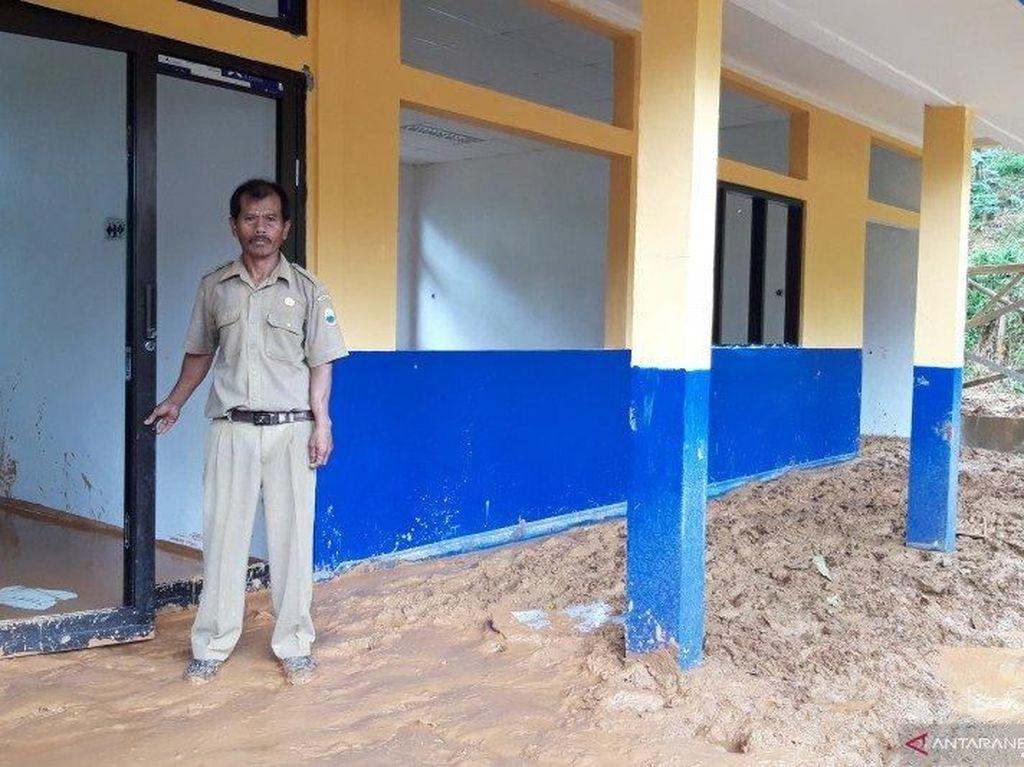 Masih Terisolasi, Pelajar di Desa Lebaksitu Banten Sudah 1 Minggu Tak Sekolah