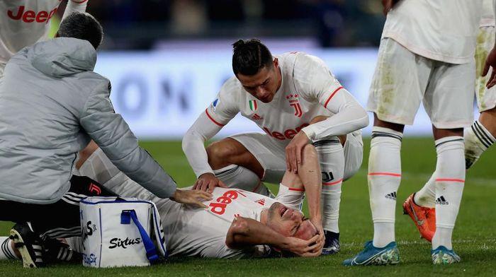 Merih Demiral harus absen hingga akhir musim akibat cedera ACL (Foto: Paolo Bruno/Getty Images)