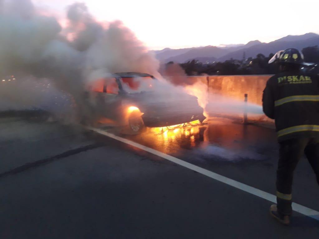 Mobil Ludes Terbakar di Tol Soroja Bandung