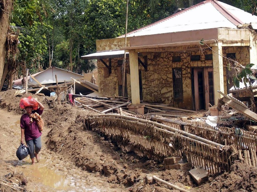Korban Banjir-Longsor Lebak Butuh Bantuan