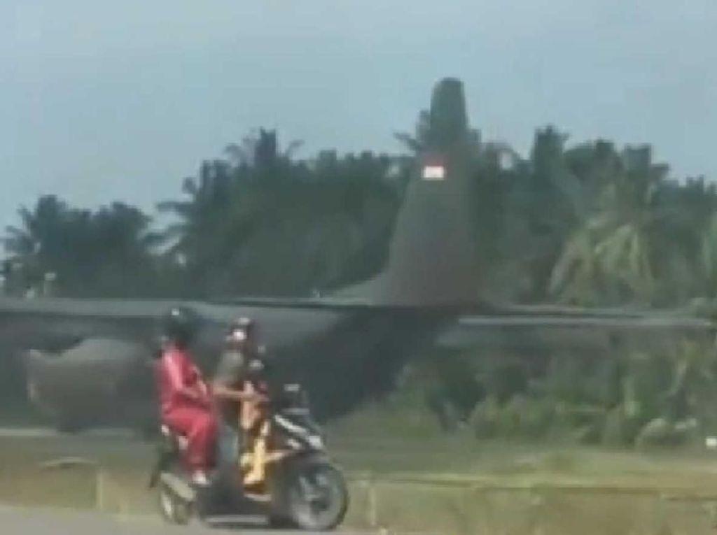 Pesawat Hercules TNI AU Mendarat Darurat di Bandara Aceh Utara