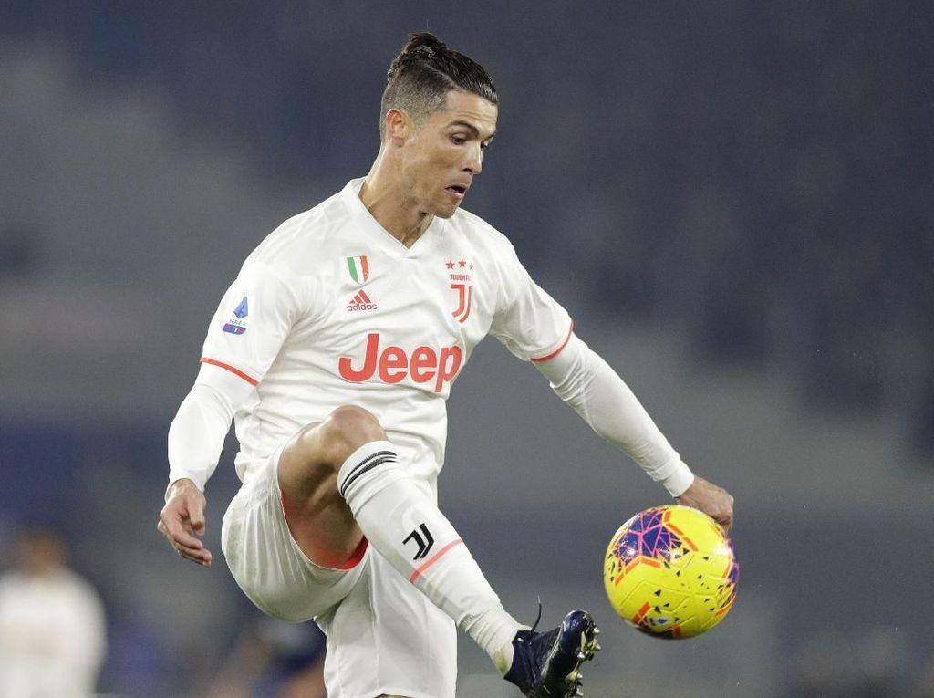 Wow! Aksi Memukau Ronaldo Lewati Adangan Smalling